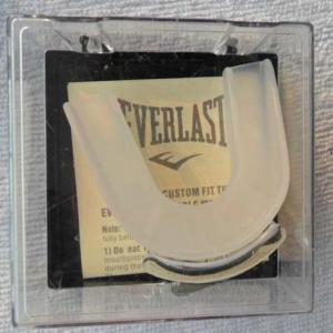 Капа боксерская двухчелюстная Everlast(прозрачная)