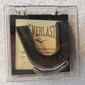 Капа боксерская двухчелюстная Everlast(черная)